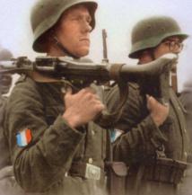 Un du 8ème RPIMA répond à la presse sur le fameux insigne « nazi » d'un soldat français 6188747-9249013