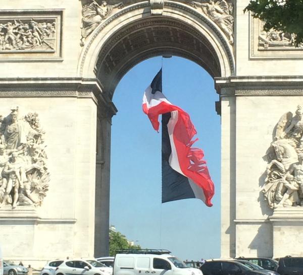 LAMENTABLE, HONTEUX  ! FRANCE TON PAYS FOUT LE CAMP !