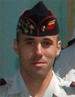 Un des soldats français blessé vendredi en Afghanistan est décédé.