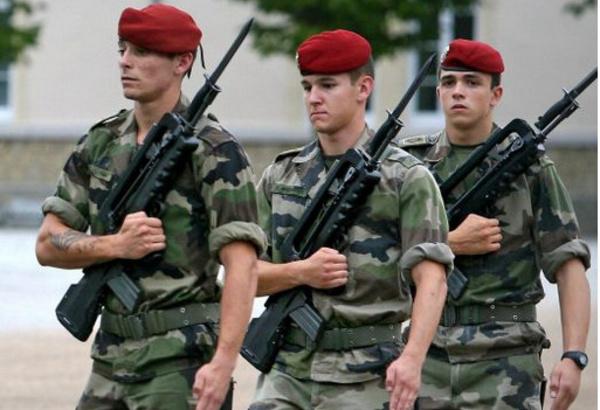 """26 mars : Il fonce en voiture sur des militaires du 8ème RPIMA de Castres... """"pour rigoler"""""""